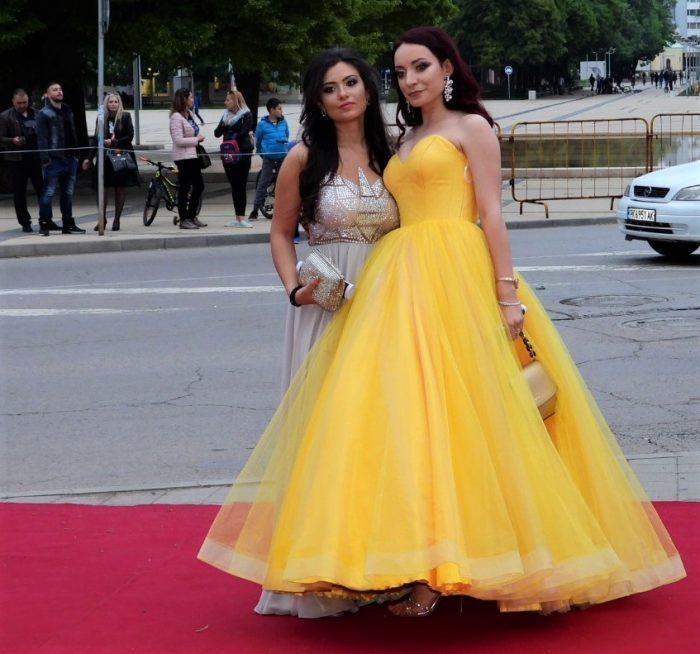 рокля в жълто