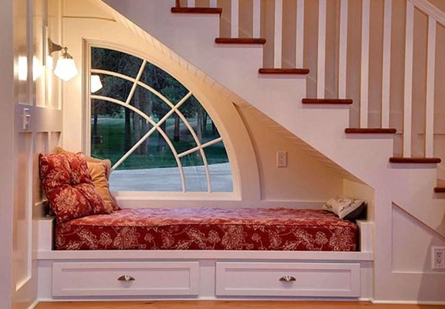 пространството под стълбите