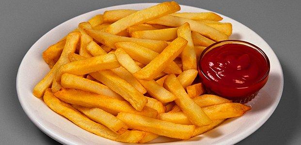 картофи с кетчуп