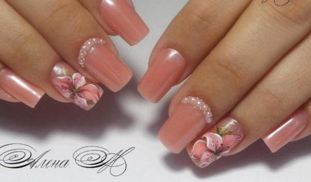 пролетен маникюр в розово