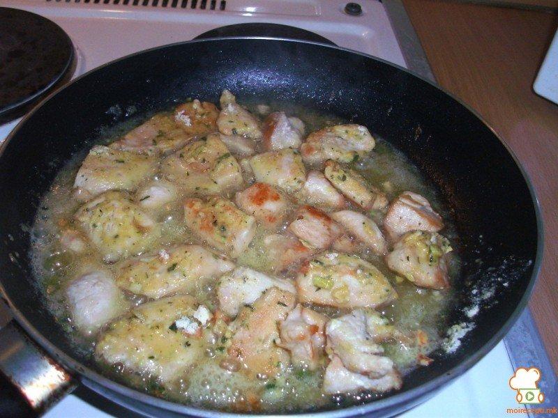 пилешка пържолка в гъбена крем супа 1