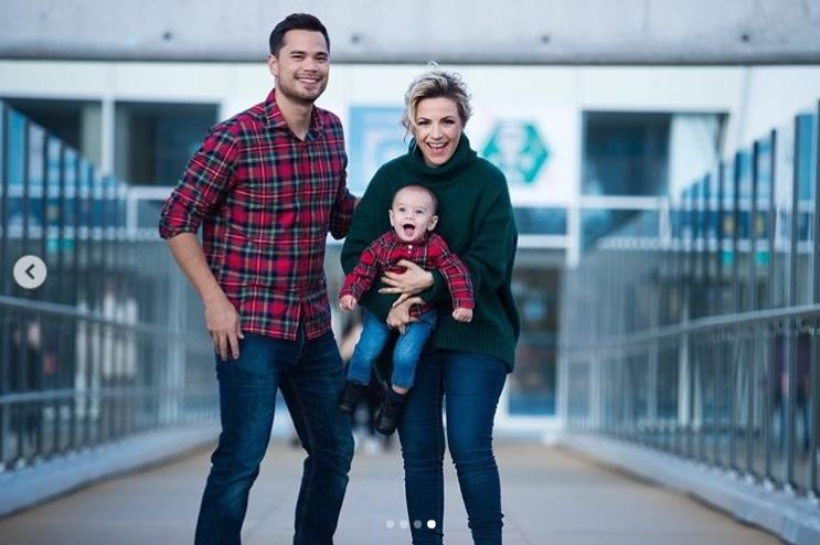 Поли Генова със семейството