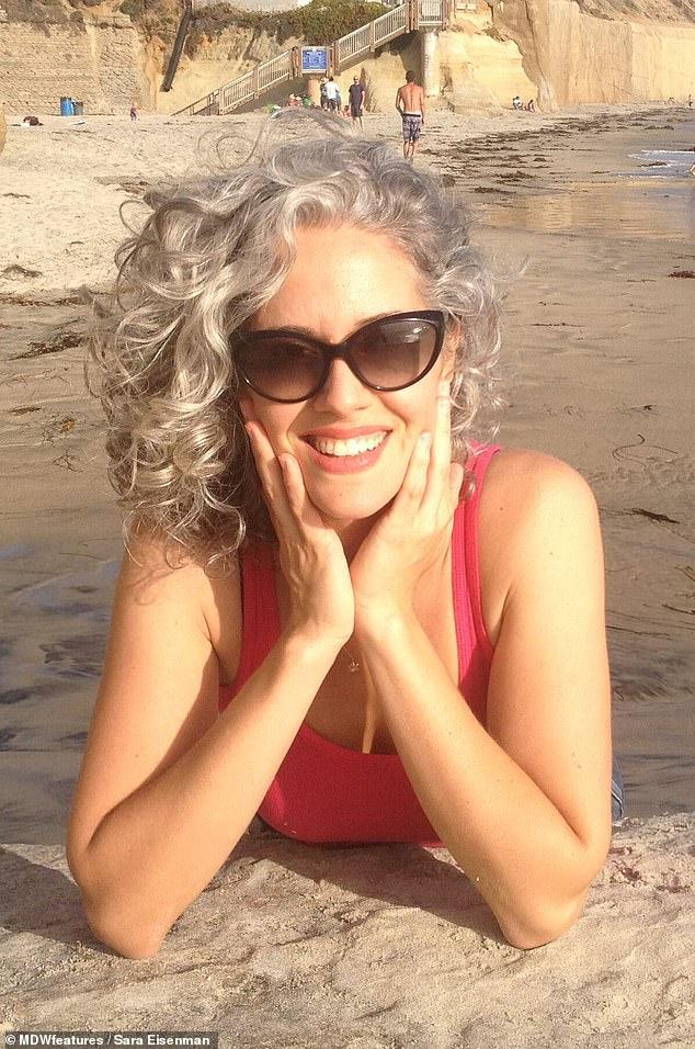 жена със сребриста коса