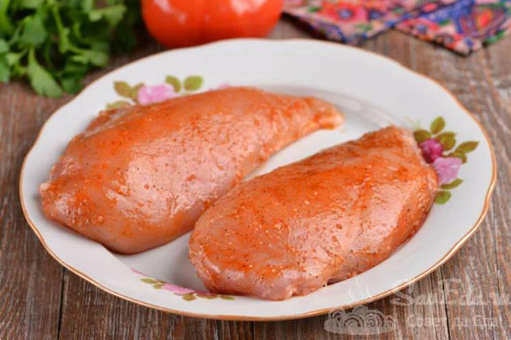 пиле с подправки