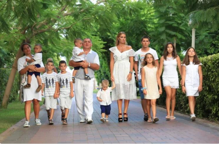 семейство с 10 деца