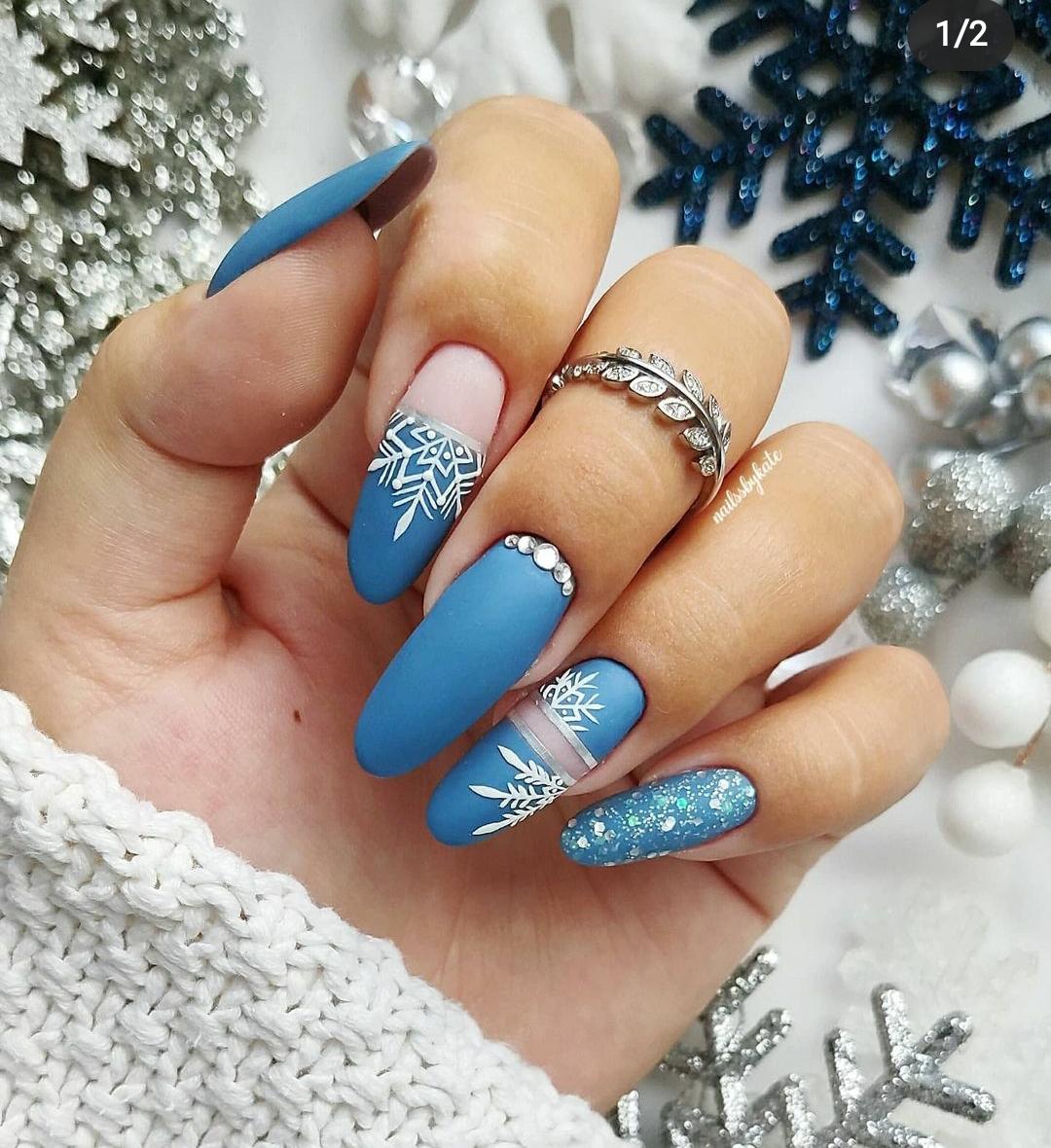 великолепен зимен маникюр в синьо