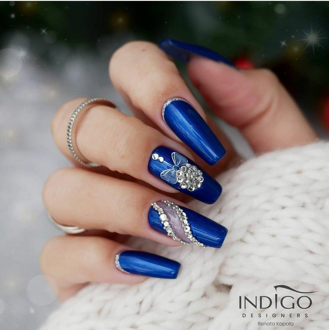 турско син зимен маникюр