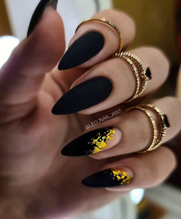 черен маникюр злато