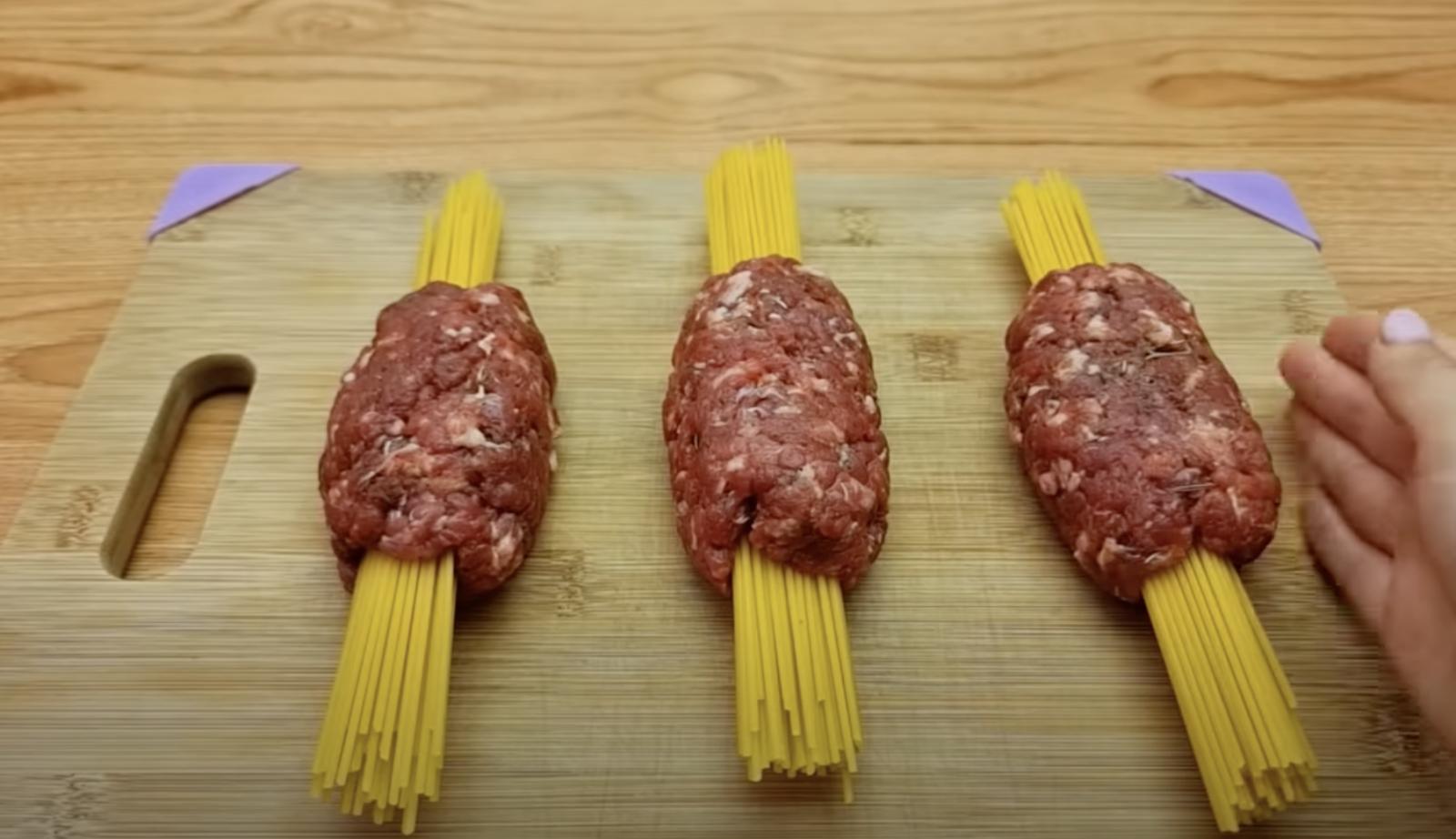 кюфтета със спагети