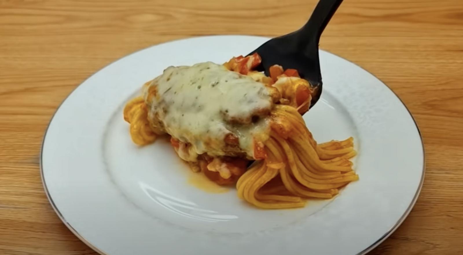 спагети с кайма и сос
