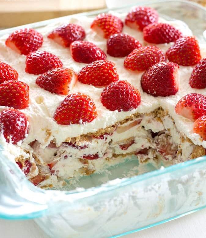 лека бисквитена торта