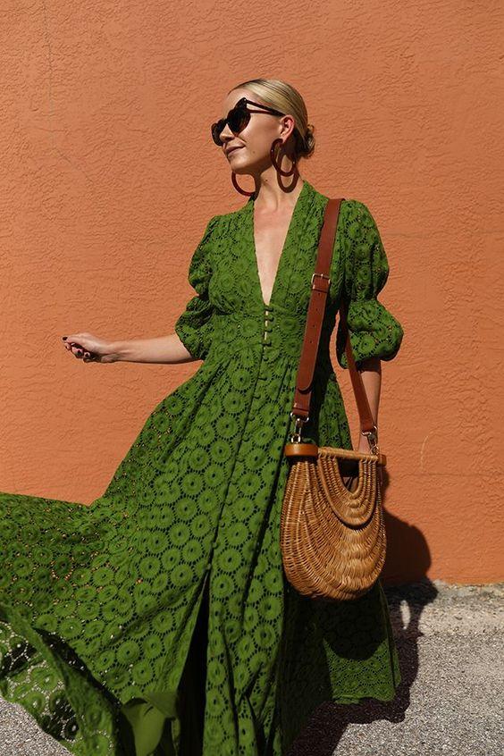 ярка рокля за лятото