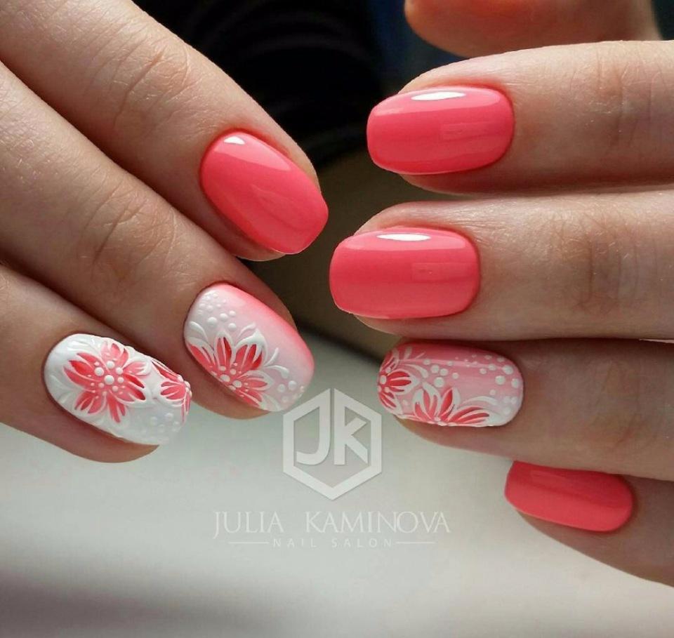 бяло и коралово с цветя