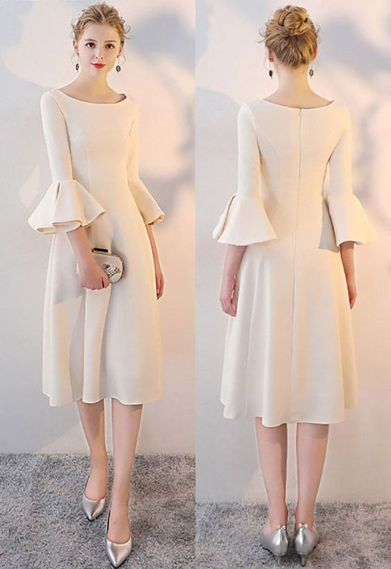 кремава рокля с интересен ръкав