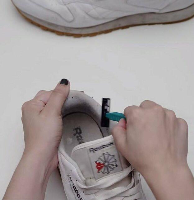 чистене на маратонки със самобръсначка