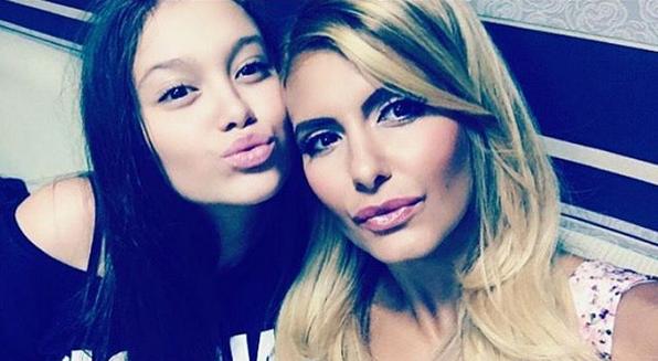 Анелия с дъщеря си