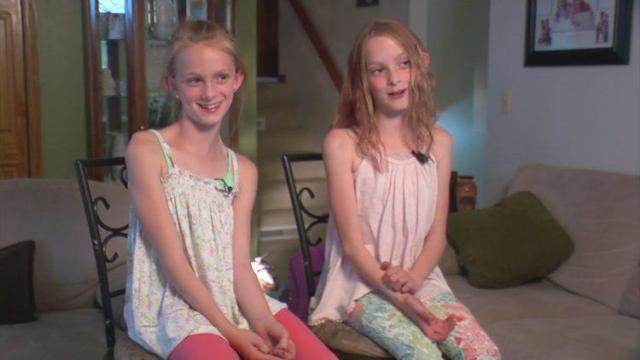 сестри близначки