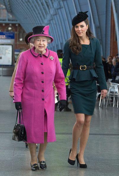 Кейт Мидълтън с кралицата