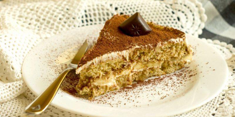 торта с бисквити
