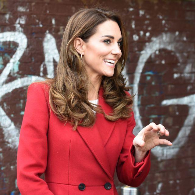 Кейт червено палто