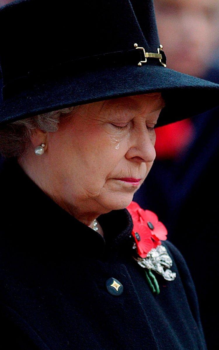 кралица Елизабет сълзи