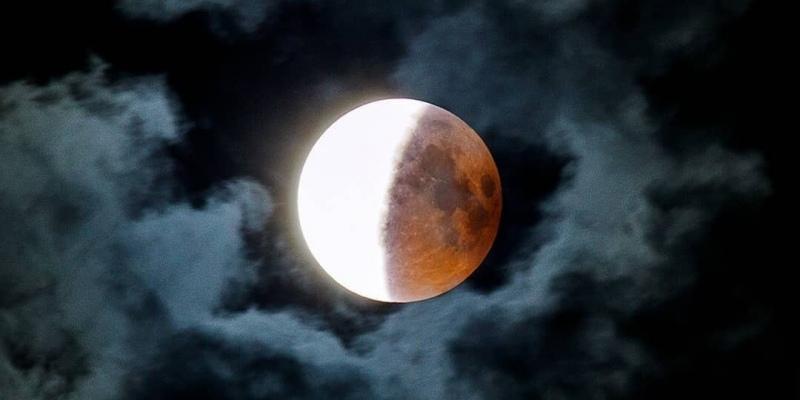 лунно затъмнение частично