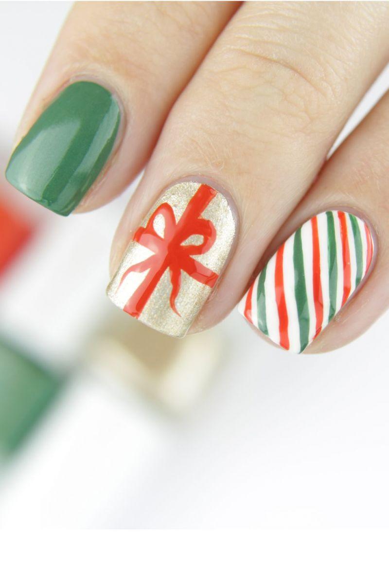 Коледна панделка като дизайн за ноктите