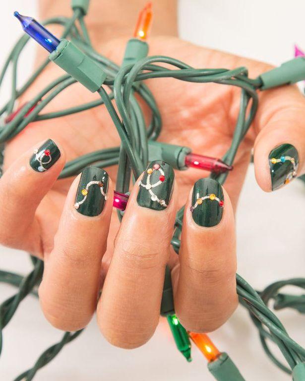 Коледни светлини на ноктите
