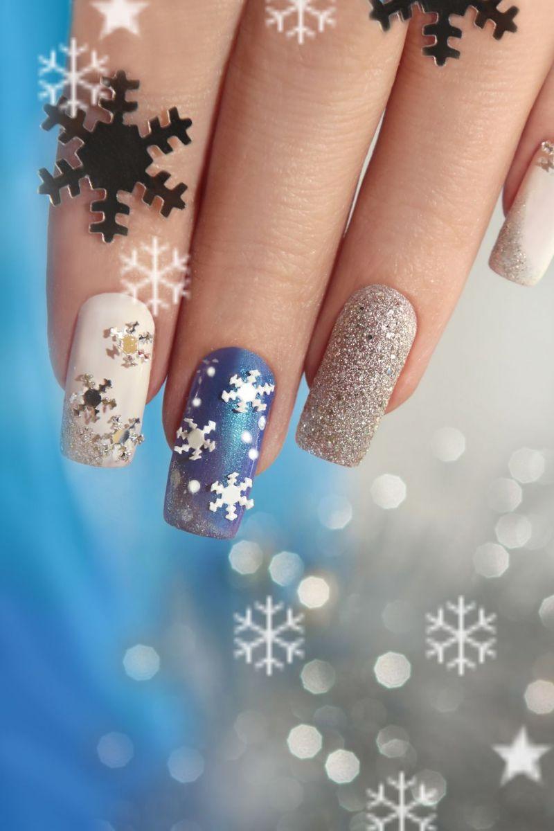 Арт снежинка на ноктите