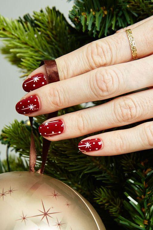 Коледна звезда на ноктите