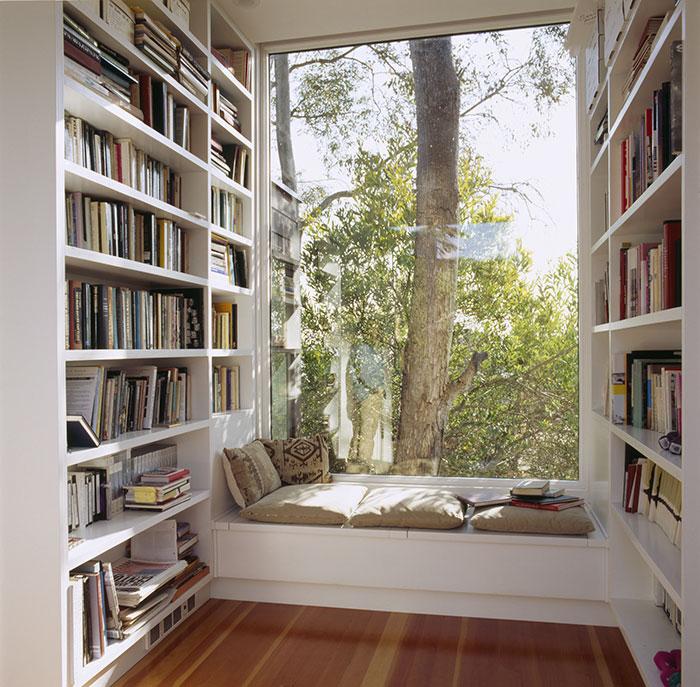 библиотека с кът за четене