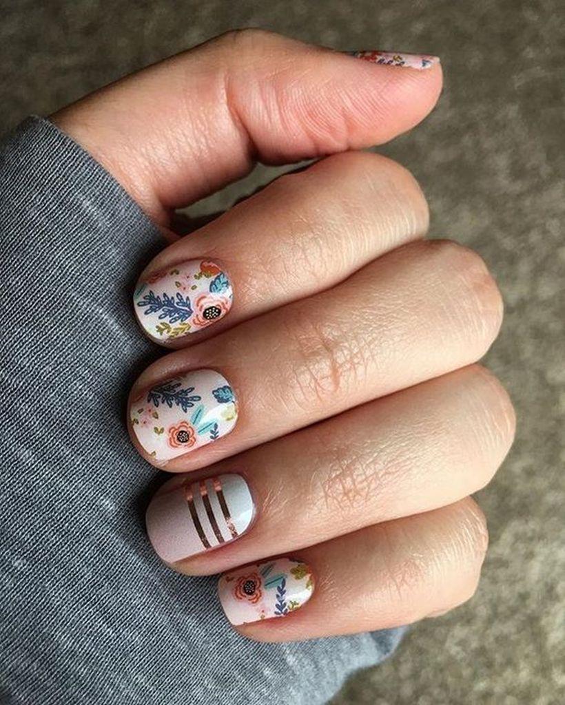 шарен маникюр къси нокти