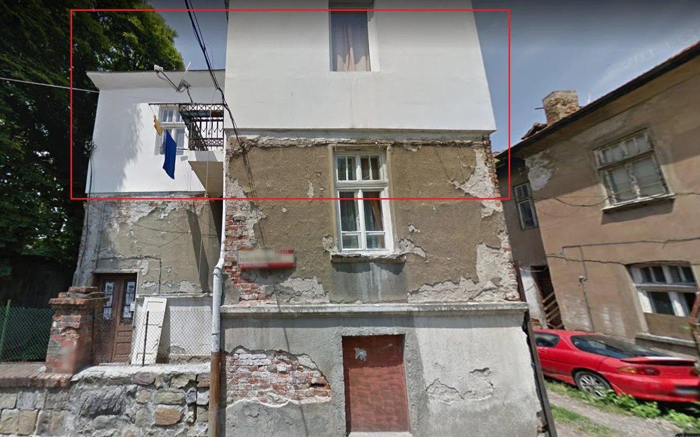 порутена къща