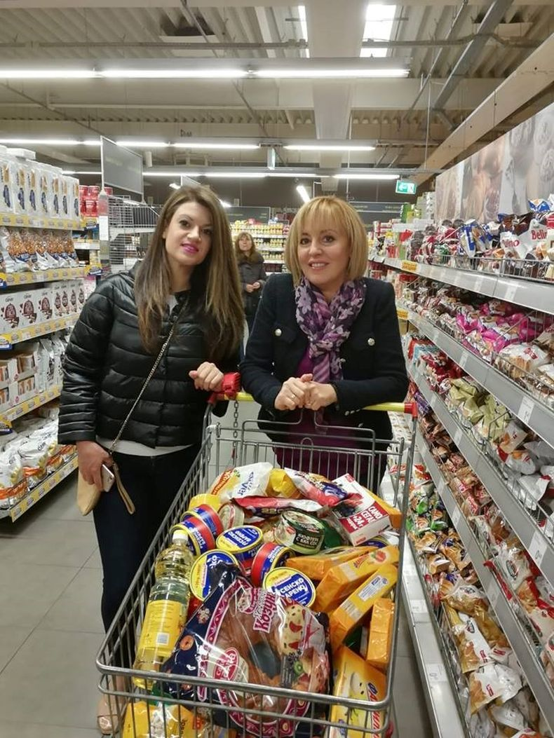 Мая Манолова в магазина