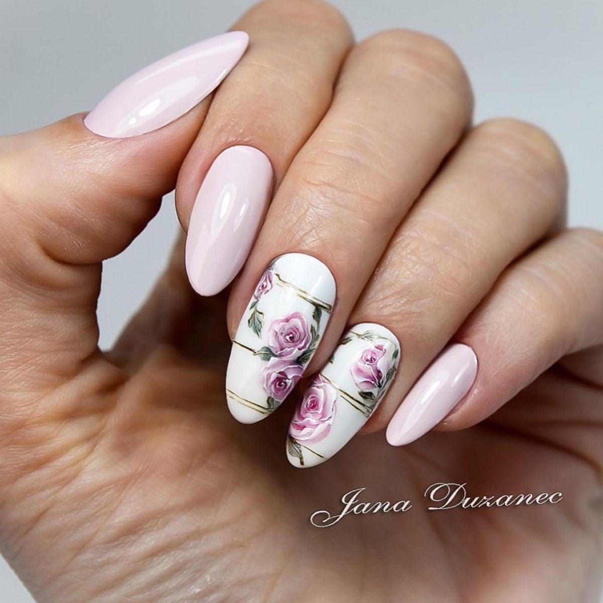 пролетен маникюр с рози