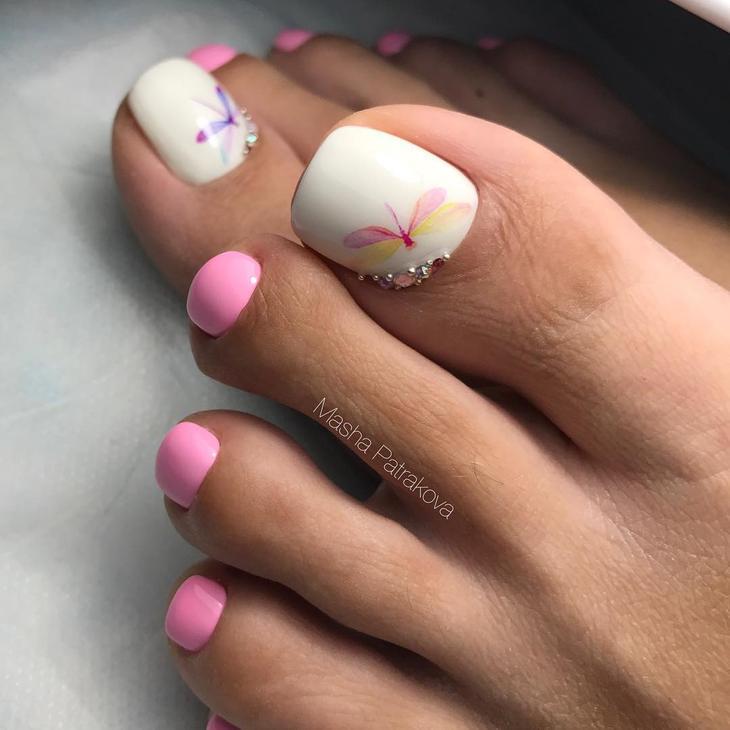 педикюр в розово и бяло