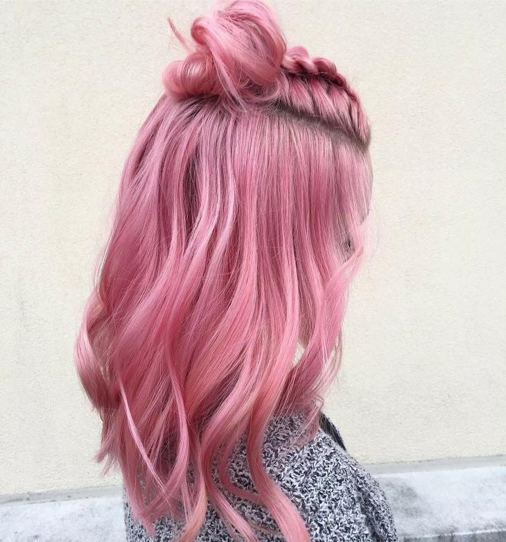 розова коса с кок