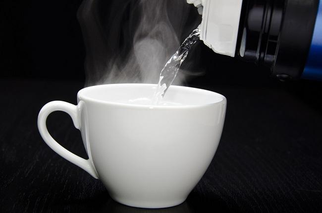 чаша гореща вода