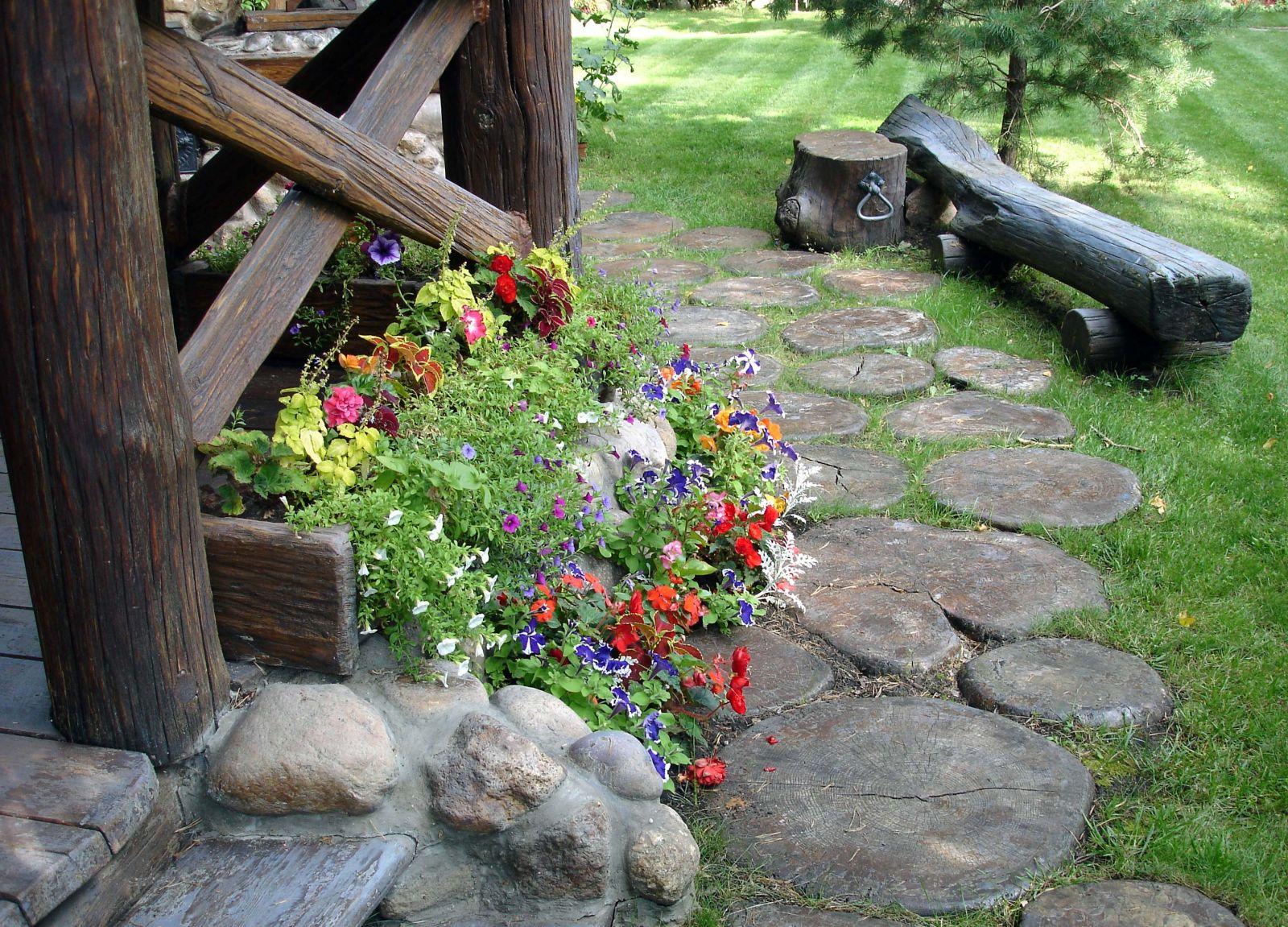 цветя в двора