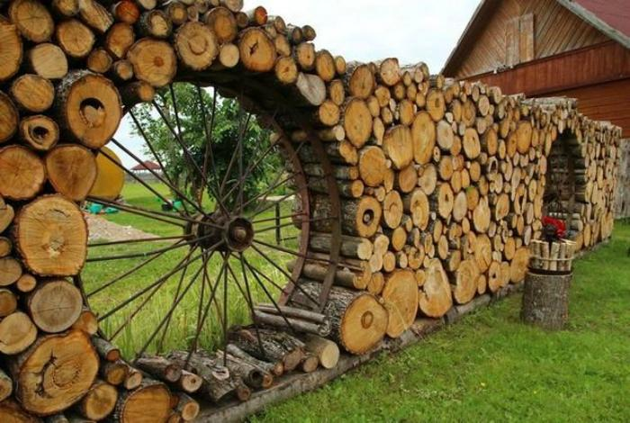 оригинална ограда с колело