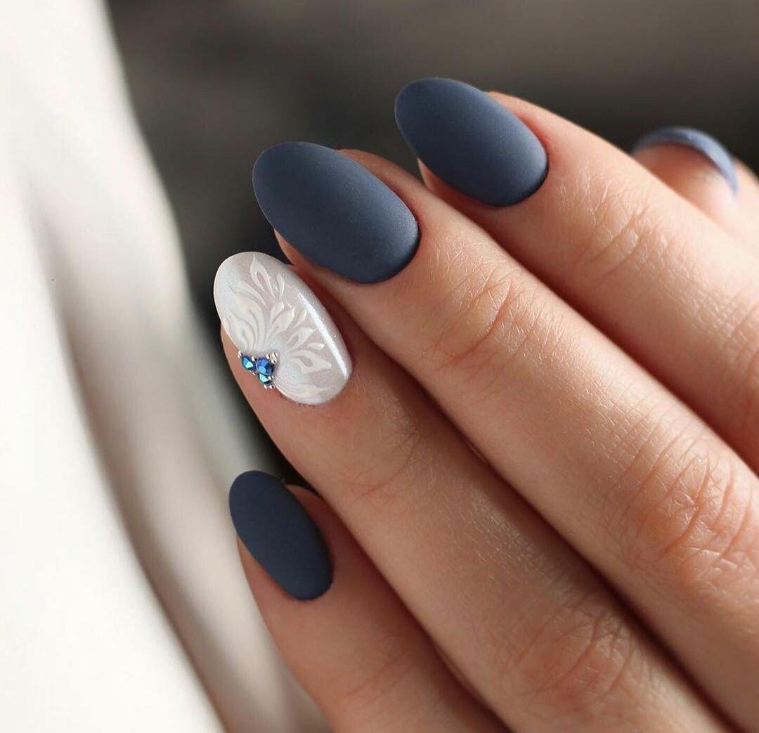 зимен маникюр синьо и бяло
