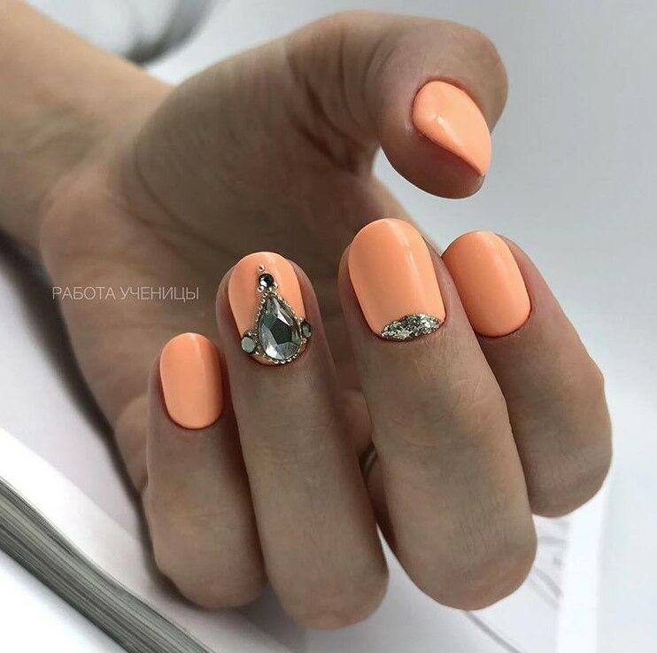 оранжев маникюр къси нокти