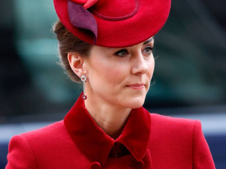Кейт червено