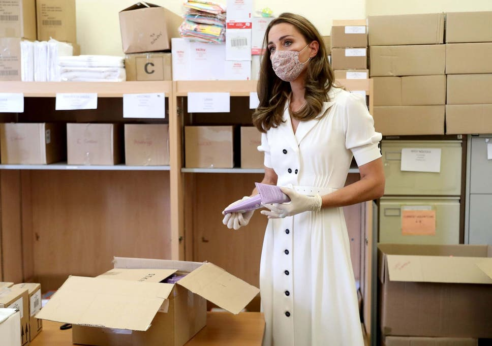 Кейт Мидълтън с маска