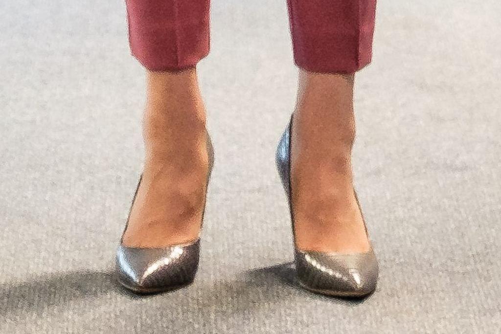 Кейт сребърни обувки
