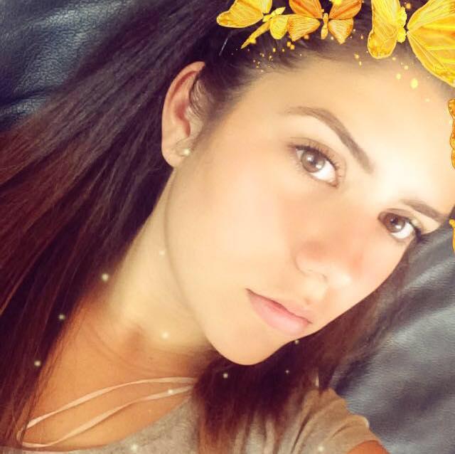 """Дъщерята на актьора Асен Блатечки – Катерина, е влюбена в свой съученик, предадоха от """"Галерия""""."""