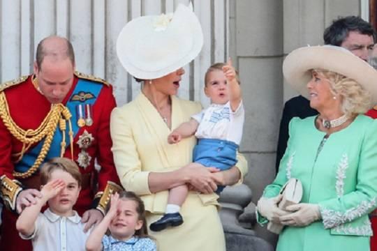 принц Луи със семеството си