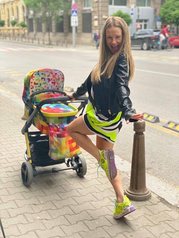 Лора Караджова количка