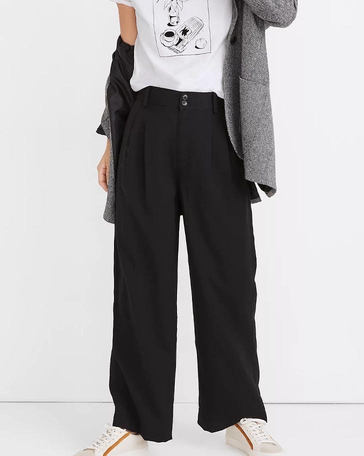 модерни черни панталони