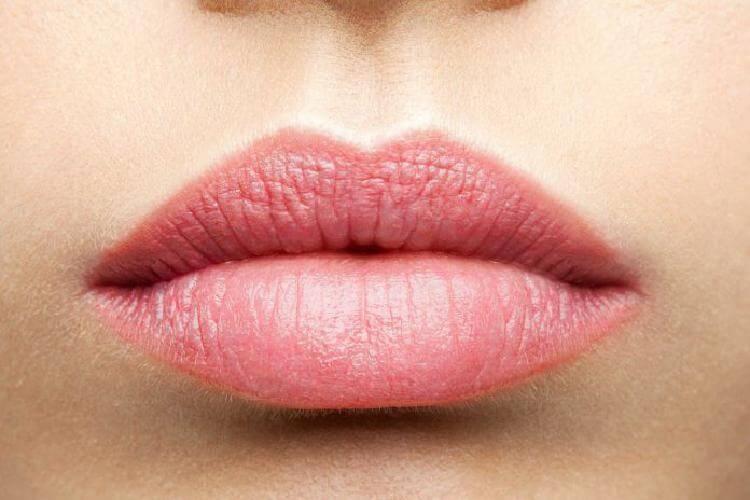 гримиране на устните
